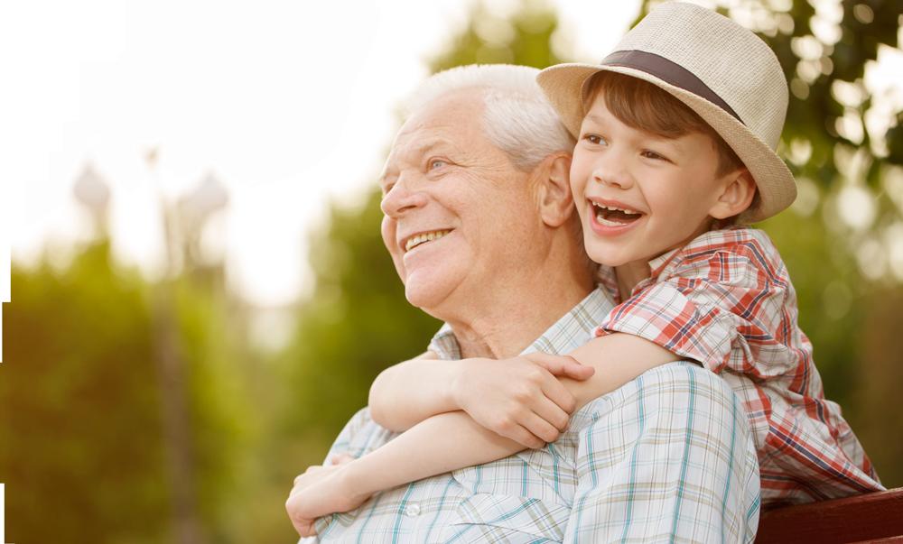 nieto abrazando a su abuelo